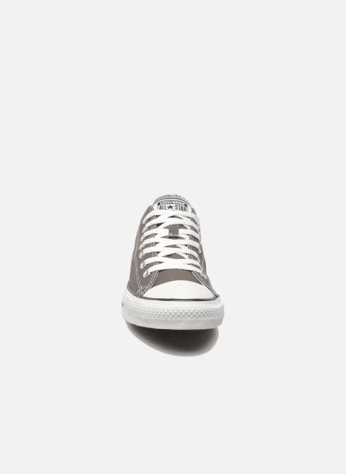 Sneaker Converse Chuck Taylor All Star Ox M grau schuhe getragen