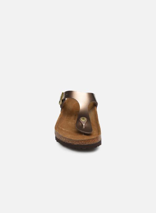 Mules et sabots Birkenstock Gizeh Flor W Marron vue portées chaussures