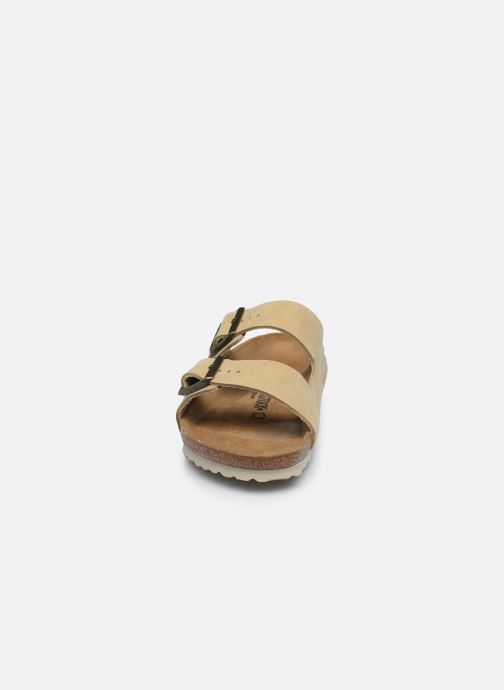 Sandali e scarpe aperte Birkenstock Arizona Cuir M Beige modello indossato
