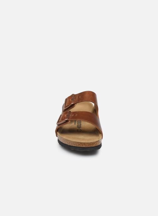 Sandali e scarpe aperte Birkenstock Arizona Cuir M Marrone modello indossato