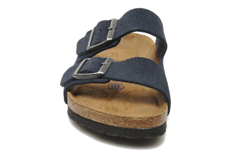 Sandales et nu-pieds Birkenstock Arizona Velours M Bleu vue portées chaussures