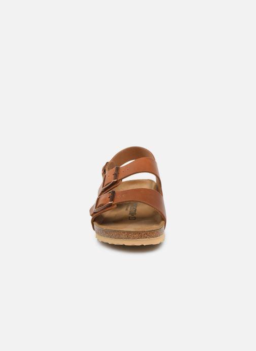 Sandali e scarpe aperte Birkenstock Milano Cuir M Marrone modello indossato