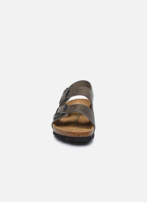Sandali e scarpe aperte Birkenstock Milano Cuir M Argento modello indossato