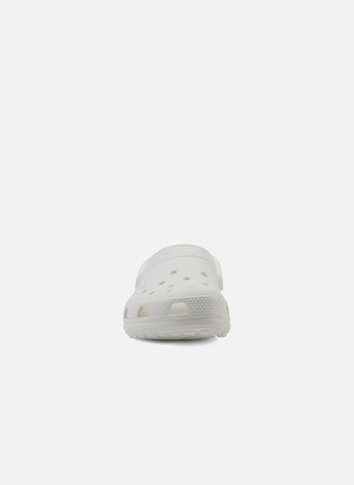 Mules et sabots Crocs Classic F Blanc vue portées chaussures
