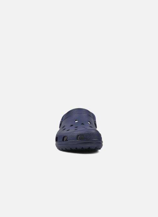 Zoccoli Crocs Cayman F Azzurro modello indossato