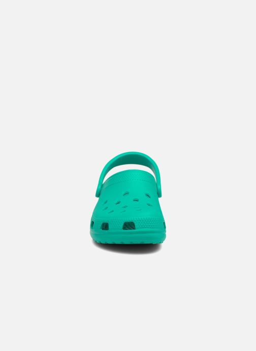 Zuecos Crocs Cayman F Verde vista del modelo