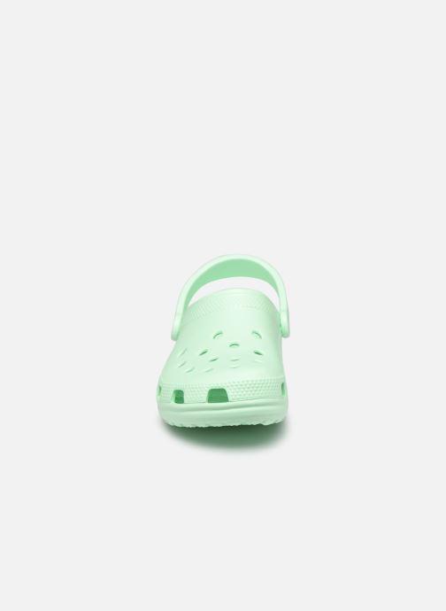 Zoccoli Crocs Cayman F Verde modello indossato