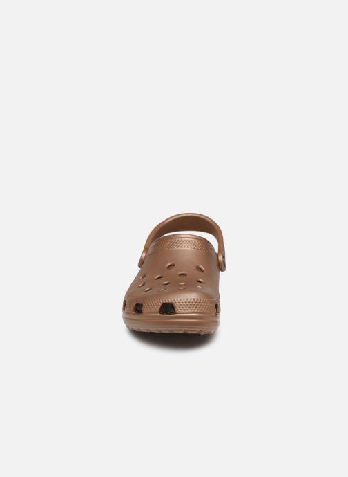 Mules et sabots Crocs Classic F Or et bronze vue portées chaussures