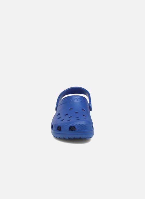 Sandalias Crocs Cayman H Azul vista del modelo