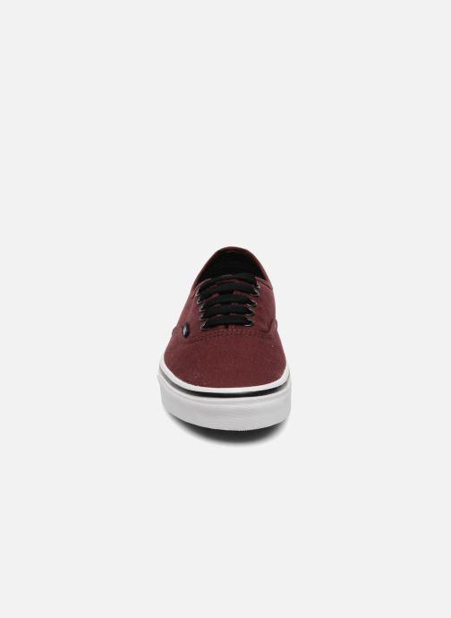 Sneakers Vans Authentic Bordò modello indossato