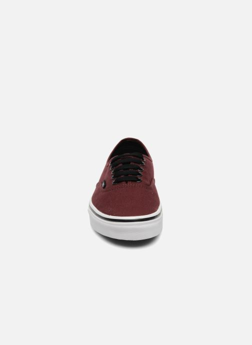 Sneakers Vans Authentic Bordò modello indossato