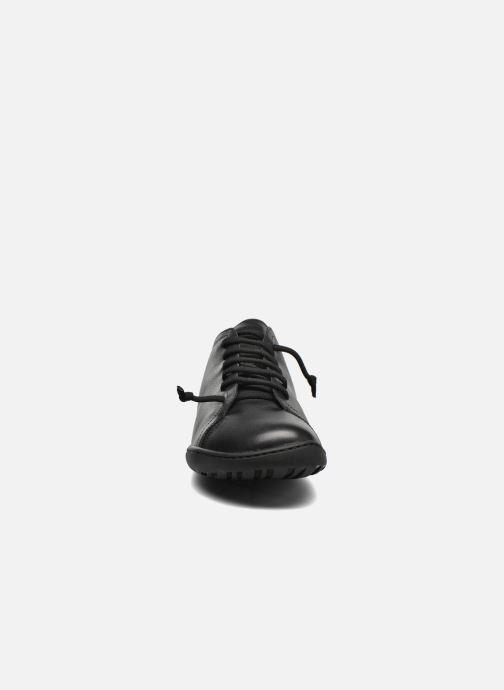 Scarpe con lacci Camper Peu Cami 17665 Nero modello indossato