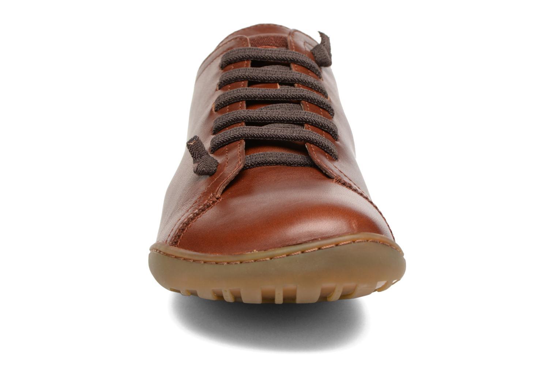 Snörade skor Camper Peu Cami 17665 Brun bild av skorna på