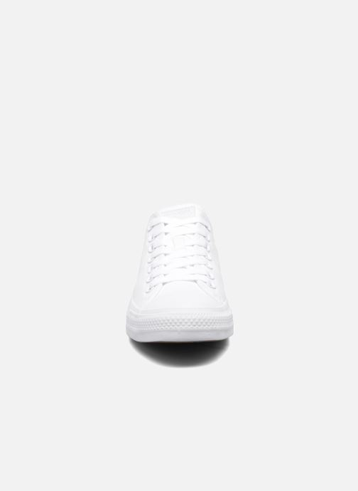 Sneakers Converse Chuck Taylor All Star Monochrome Canvas Ox M Bianco modello indossato