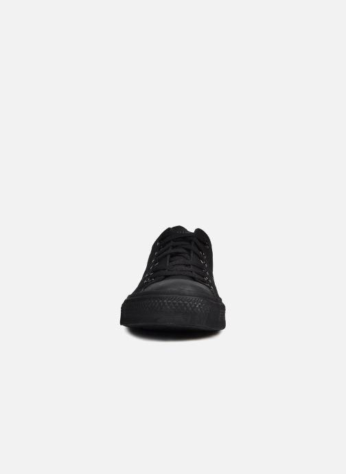 Sneakers Converse Chuck Taylor All Star Monochrome Canvas Ox M Nero modello indossato