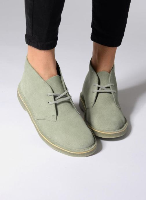 Lace-up shoes Clarks Desert Boot W Grey view from underneath / model view