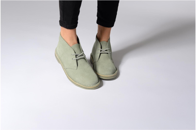 Chaussures à lacets Clarks Desert Boot W Gris vue bas / vue portée sac