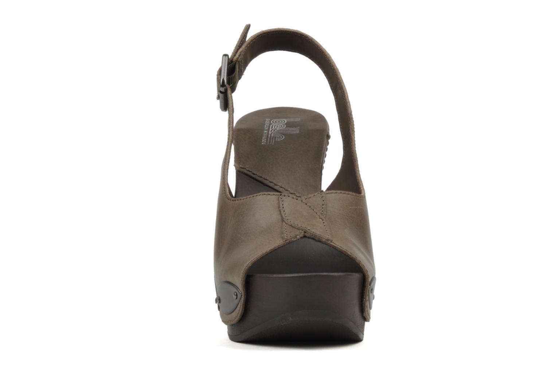 Sandali e scarpe aperte Belle Melania Marrone modello indossato