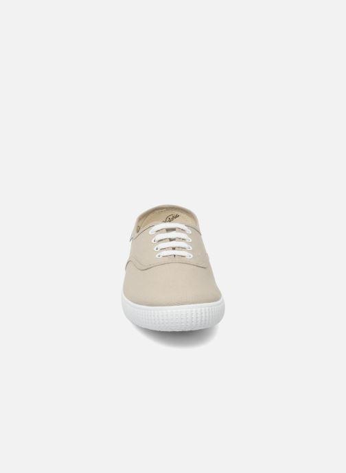 Sneakers Victoria Victoria W Beige modello indossato