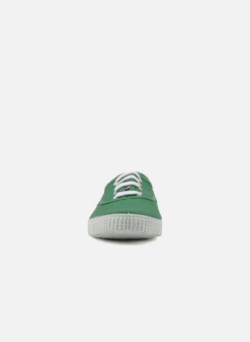 Sneakers Victoria Victoria W Verde modello indossato