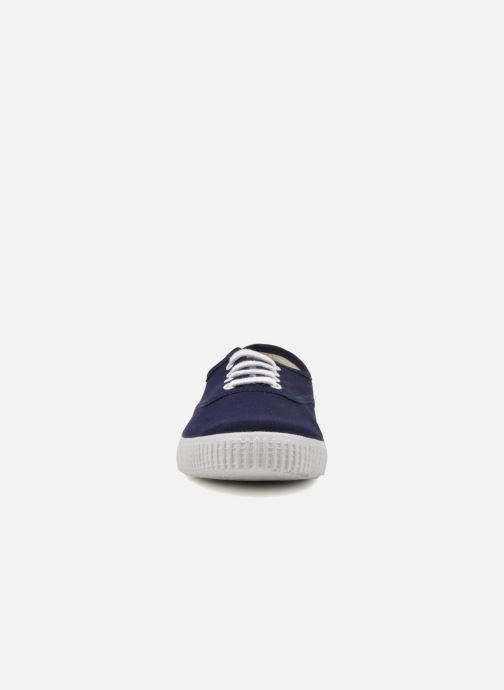 Sneakers Victoria Victoria W Azzurro modello indossato