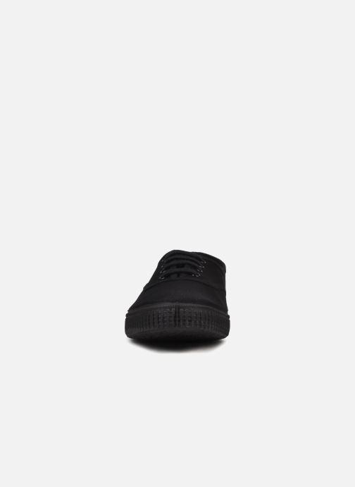 Sneakers Victoria Victoria W Nero modello indossato