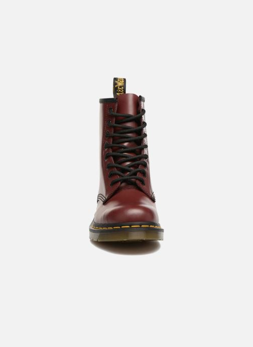 Boots Dr. Martens 1460 W Vinröd bild av skorna på