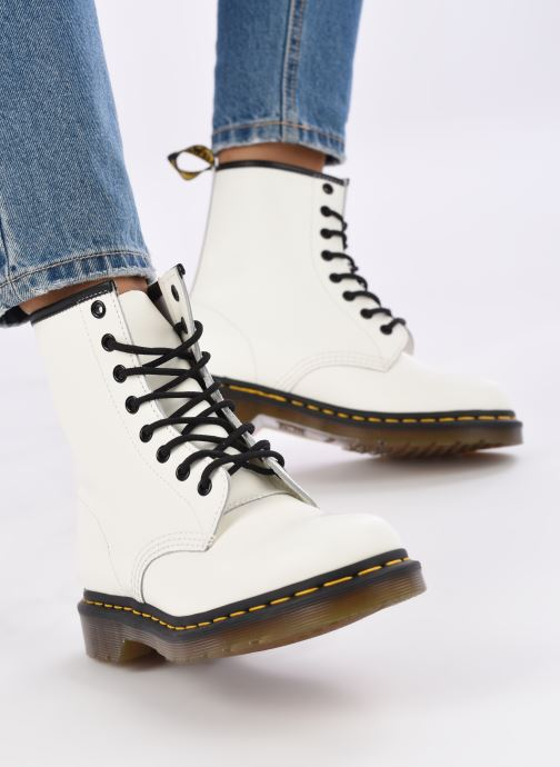 Stiefeletten & Boots Dr. Martens 1460 W weiß ansicht von unten / tasche getragen