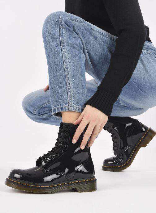 Stiefeletten & Boots Dr. Martens 1460 W schwarz ansicht von unten / tasche getragen