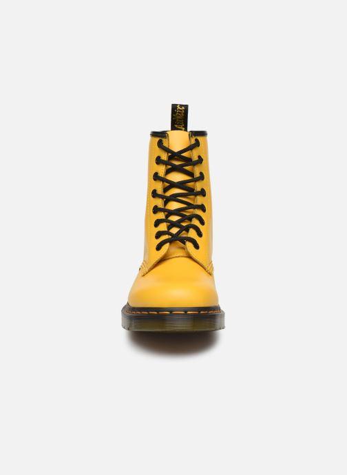Bottines et boots Dr. Martens 1460 W Jaune vue portées chaussures
