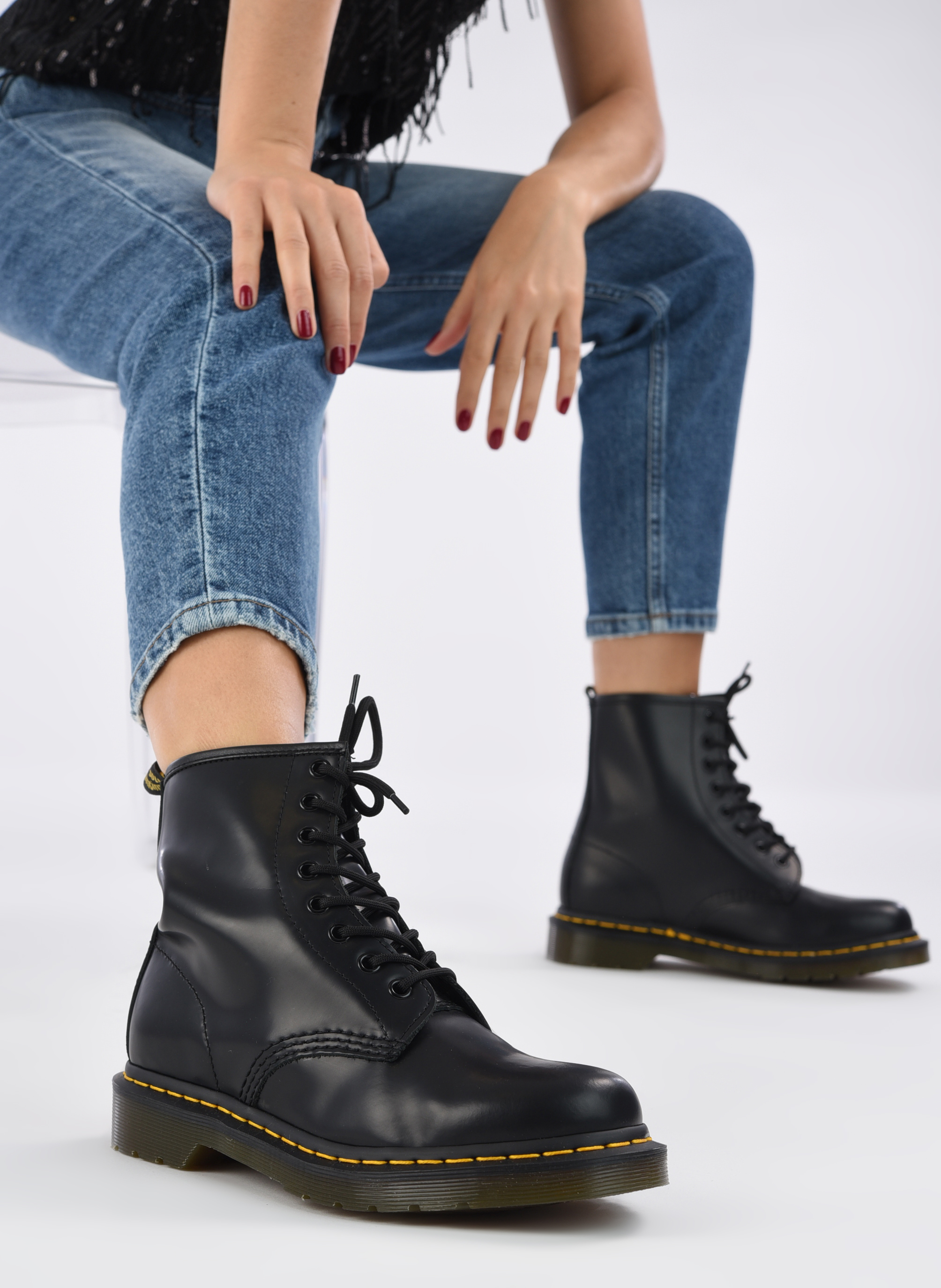 Ankle boots DR. Martens 1460 W Black view from underneath / model view