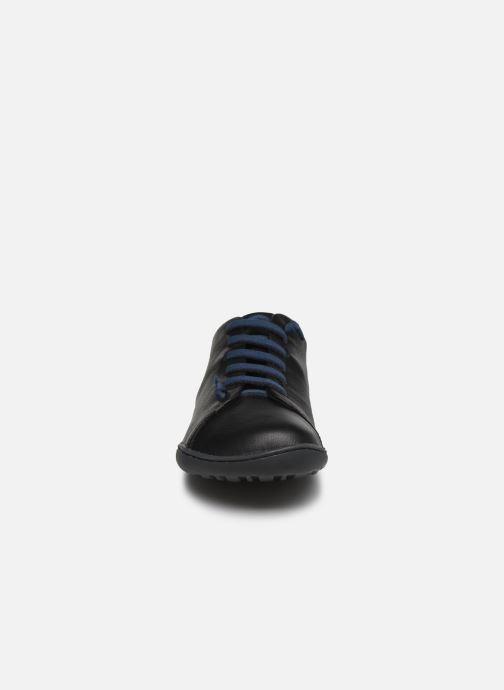 Sneakers Camper Peu Cami Nero modello indossato