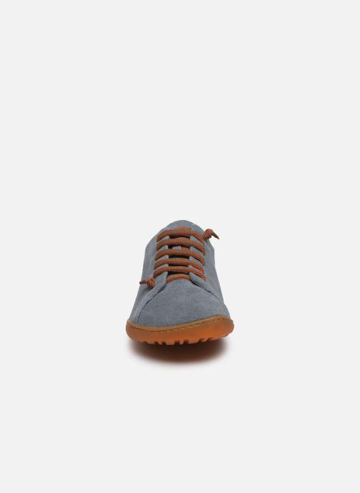 Sneakers Camper Peu Cami Grigio modello indossato