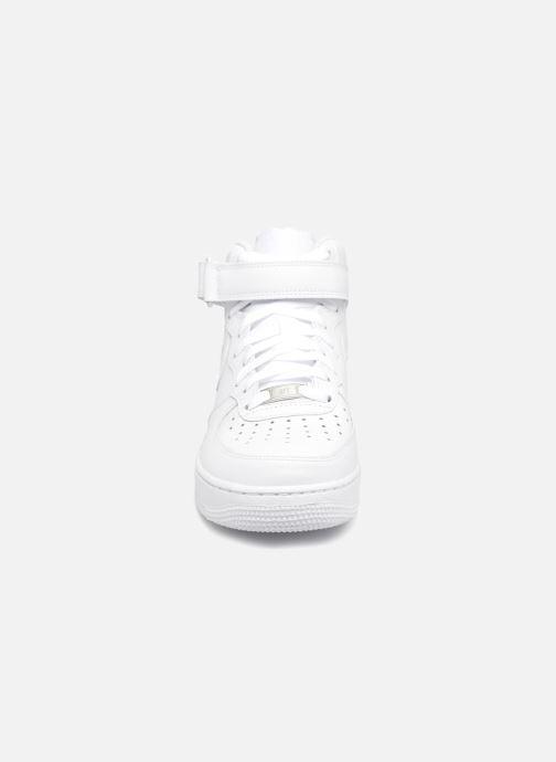 on sale 7a622 ec156 Baskets Nike Air Force 1 Mid Blanc vue portées chaussures