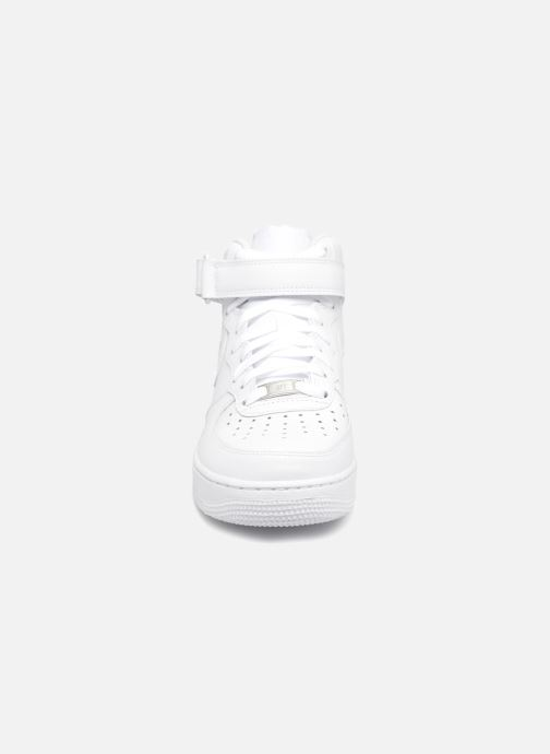 Deportivas Nike Air Force 1 Mid Blanco vista del modelo