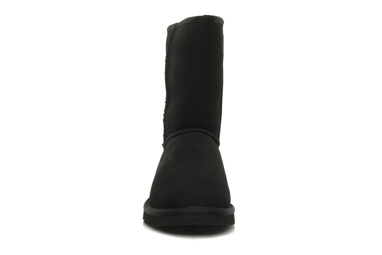 Bottines et boots UGG Classic Short M Noir vue portées chaussures