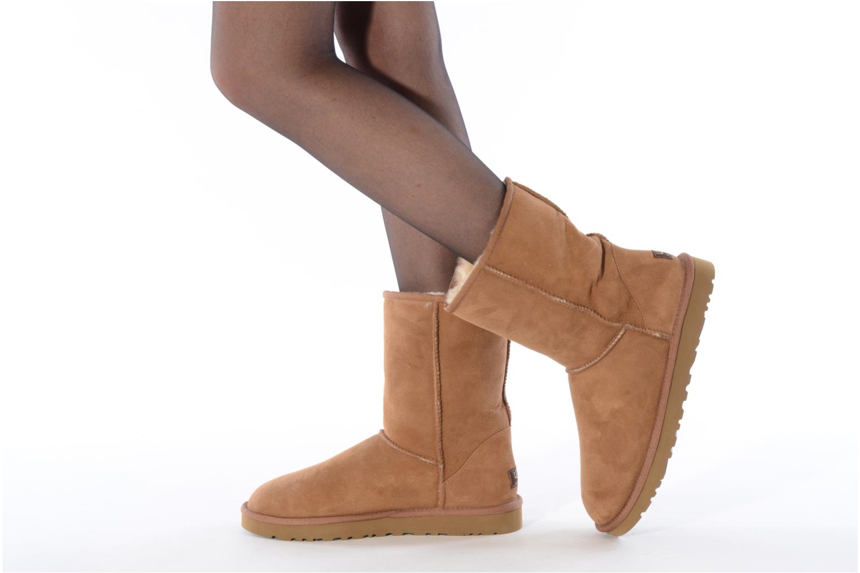 Bottines et boots UGG Classic Short M Beige vue bas / vue portée sac