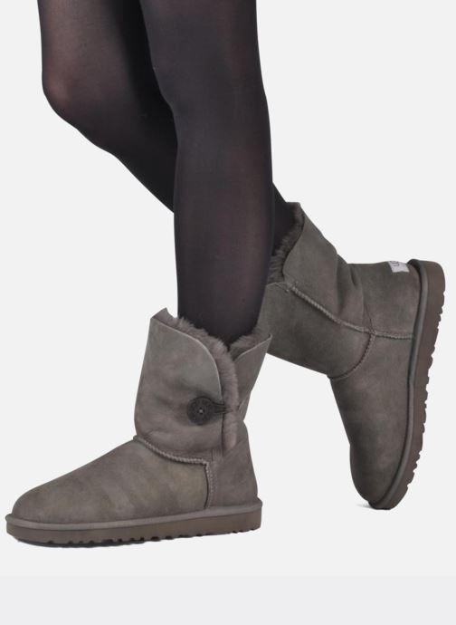 Bottines et boots UGG Bailey Button Marron vue bas / vue portée sac