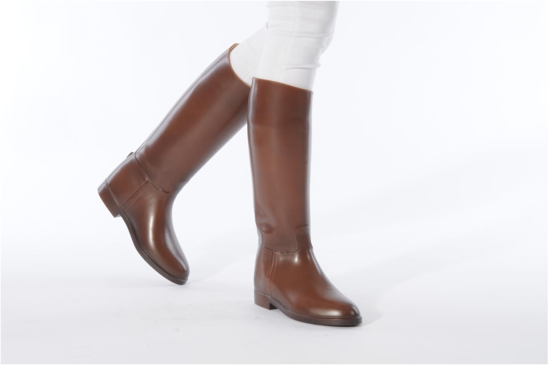 Chaussures de sport Aigle Ecuyer F Noir vue bas / vue portée sac