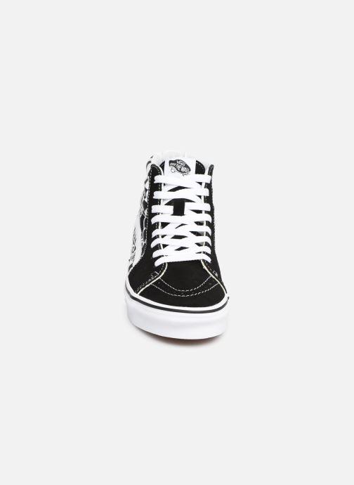 Les chaussures noires Vans Authentic portées par Justin