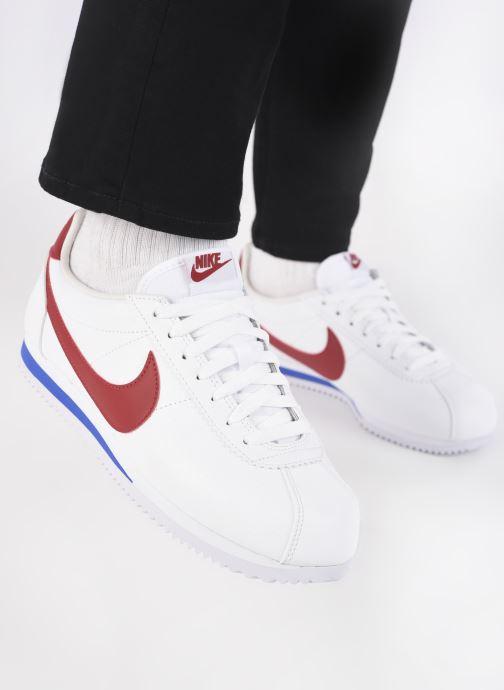 Baskets Nike Classic Cortez Leather Blanc vue bas / vue portée sac
