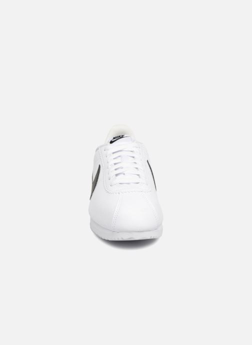 Sneakers Nike Classic Cortez Leather Bianco modello indossato