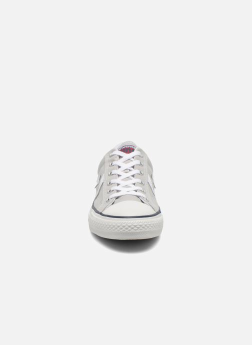 Sneakers Converse Star Player Ev Canvas Ox M Grigio modello indossato