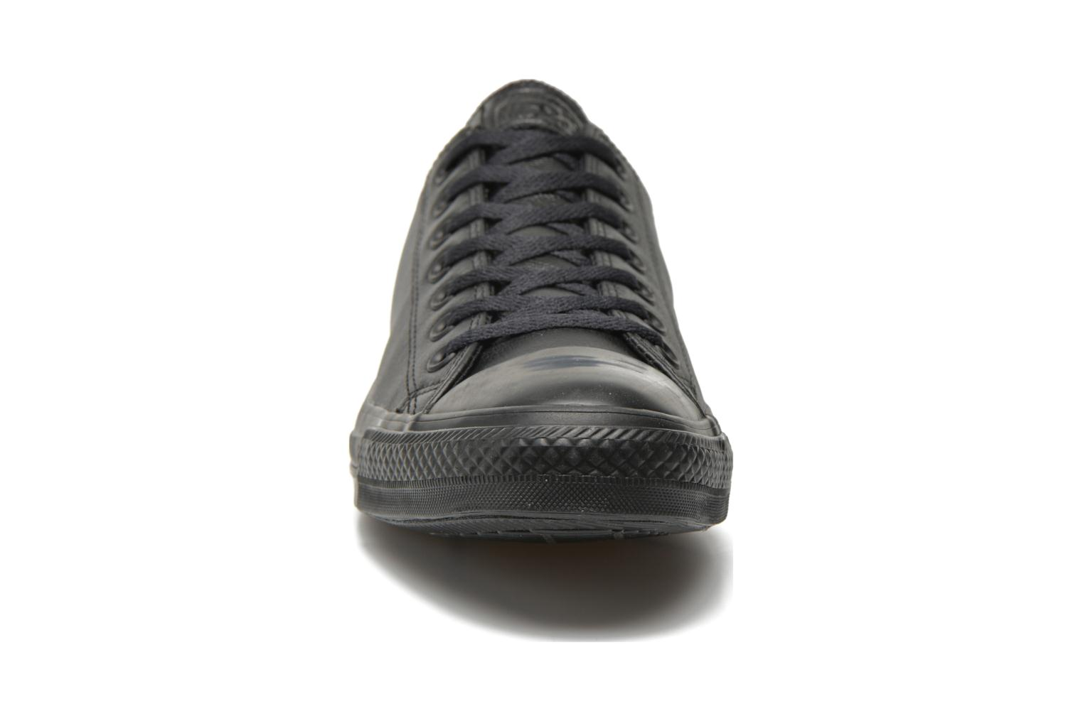 Baskets Converse Chuck Taylor All Star Monochrome Leather Ox M Noir vue portées chaussures