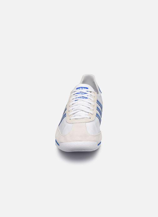 Baskets adidas originals SL 72 Blanc vue portées chaussures