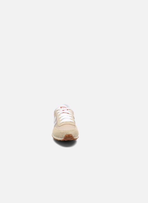 Baskets New Balance U410 Beige vue portées chaussures