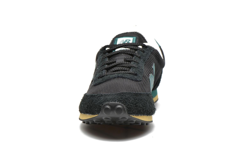 Baskets New Balance U410 Noir vue portées chaussures