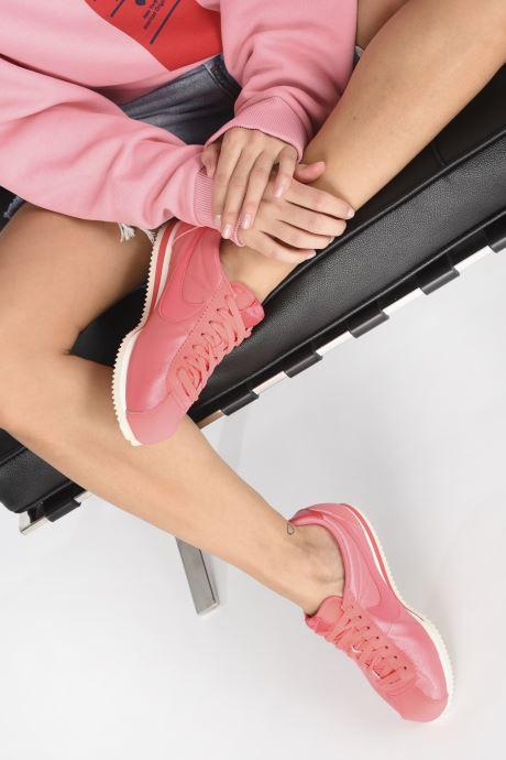 Baskets Nike Wmns Classic Cortez Nylon Rose vue bas / vue portée sac