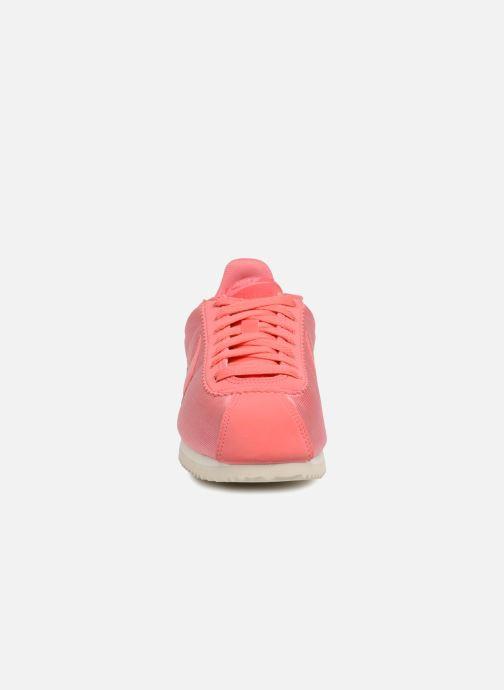 the best attitude b790a 7a32a Baskets Nike Wmns Classic Cortez Nylon Rose vue portées chaussures