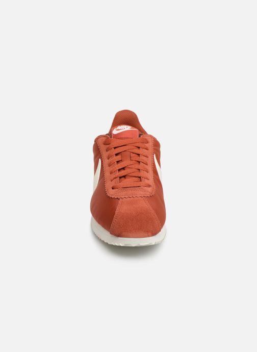 Baskets Nike Wmns Classic Cortez Nylon Rouge vue portées chaussures